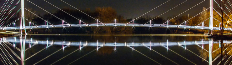 Purdue Fort Wayne Ron Venderly Family Pedestrian Bridge over the St. Joe River <span class=&apos;image-credits&apos;>Ray Steup</span>