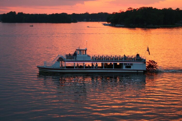 The Dixie Sternwheeler, Indiana's oldest sternwheel paddleboat.