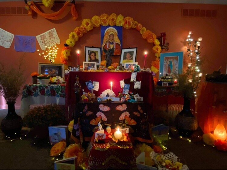 An ofrenda to honor Breonna Taylor illuminated with light.
