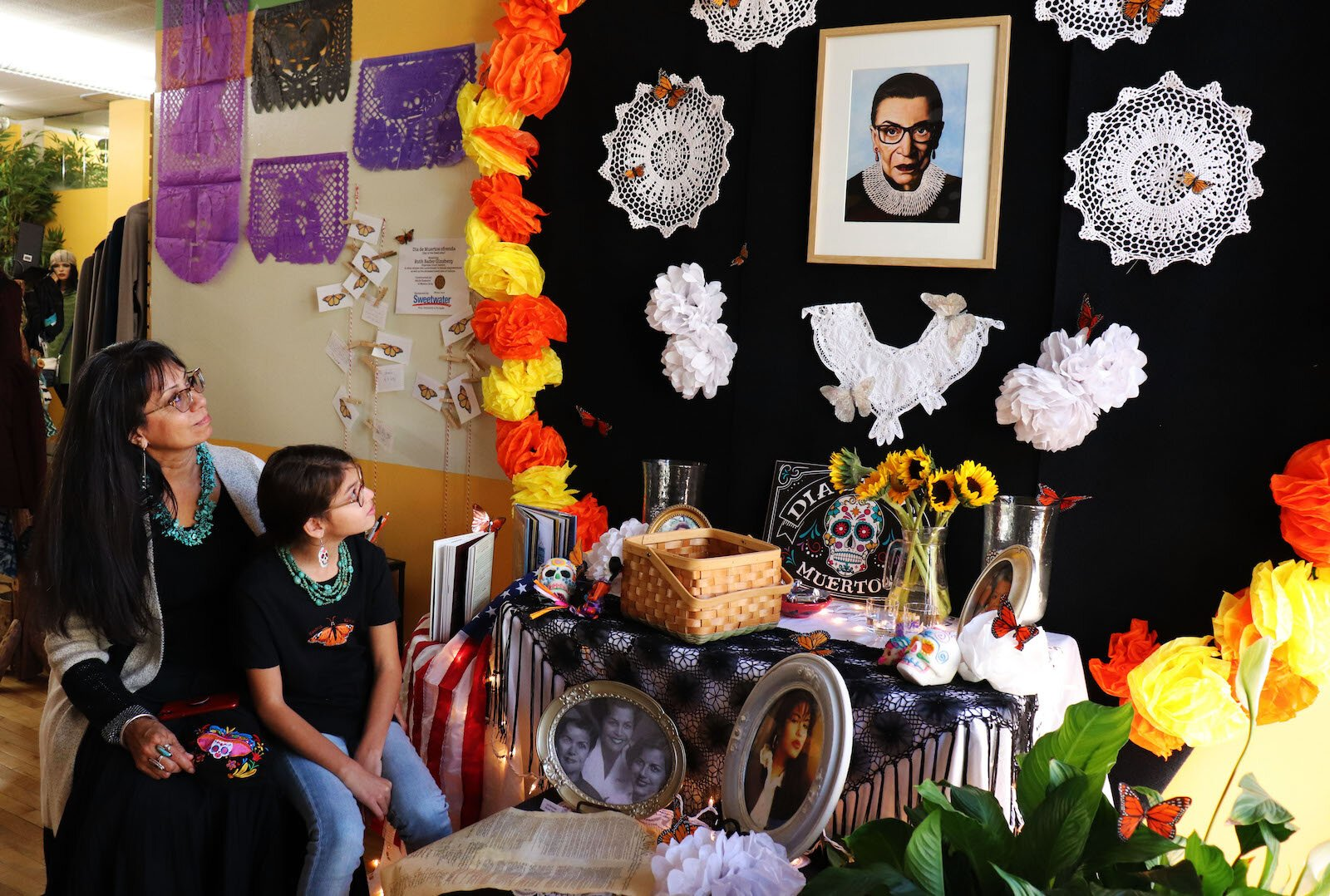 An ofrenda to honor Supreme Court Justice Ruth Bader Ginsburg at Creative Women of the World.
