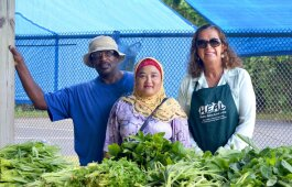 Gonzalee Martin, left, and Laura Dwire, right, partner with local growers like Mar De Nar, center.
