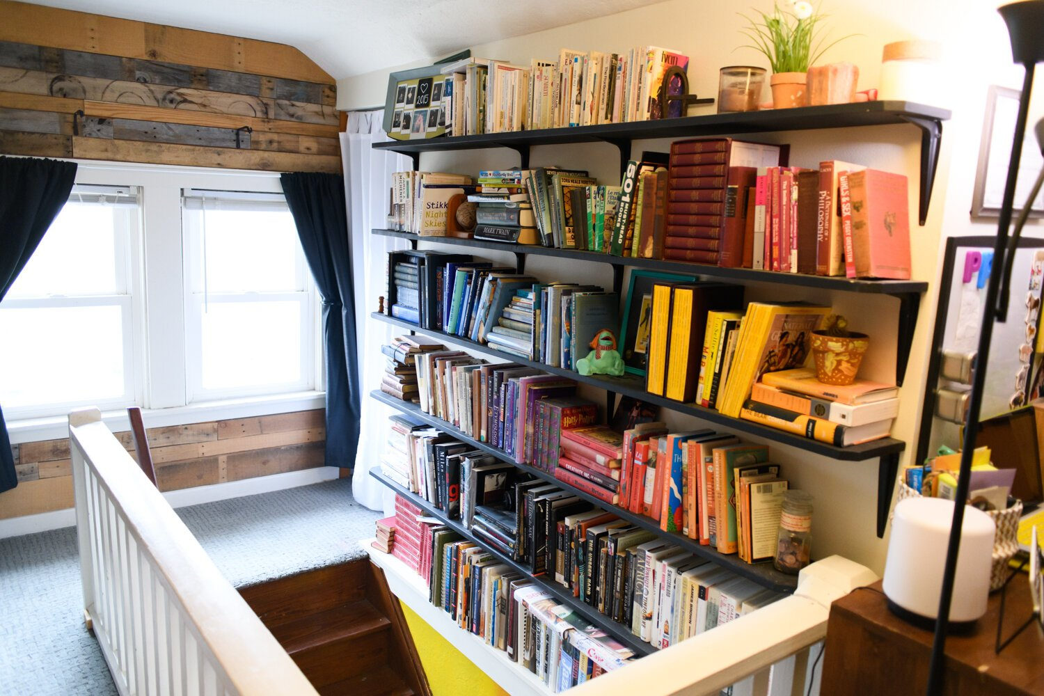 The loft area upstairs features a lot of books.